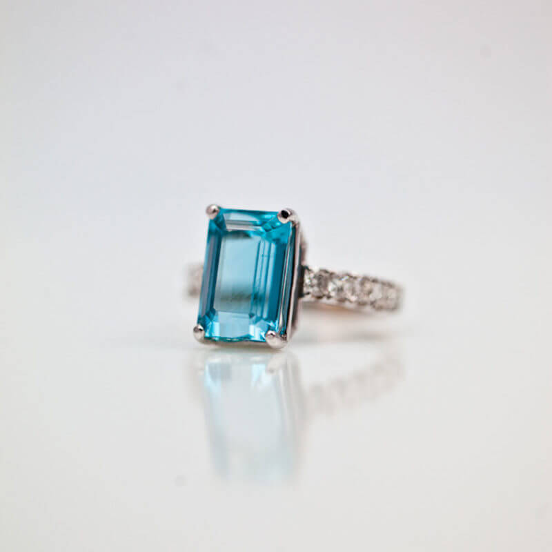 AQUAMARINE-AND-DIAMOND-ring